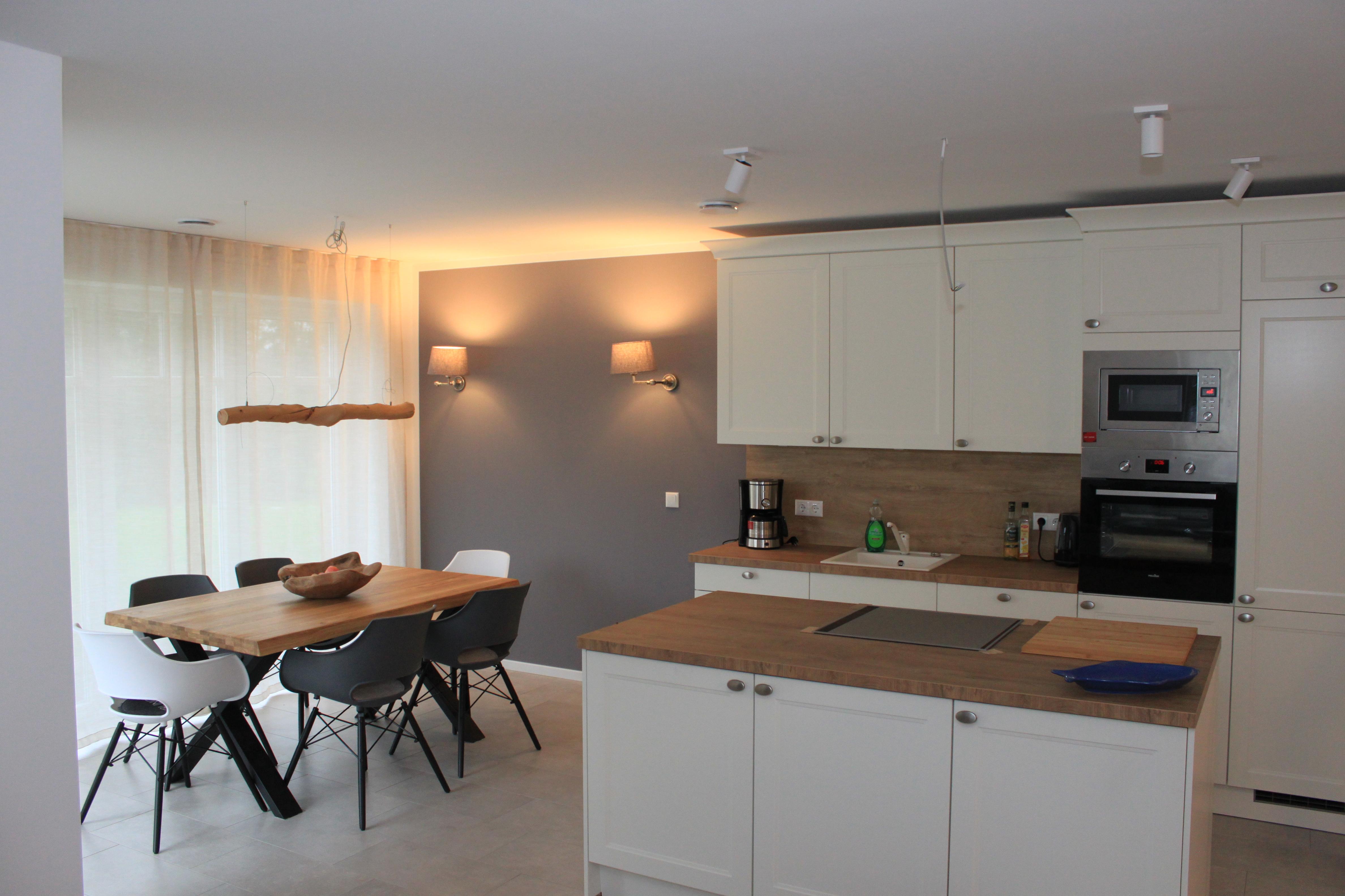 Wohnzimmer und Wohnküche